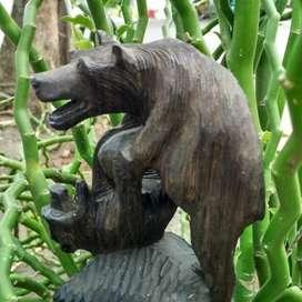 Patung beruang kayu stigi