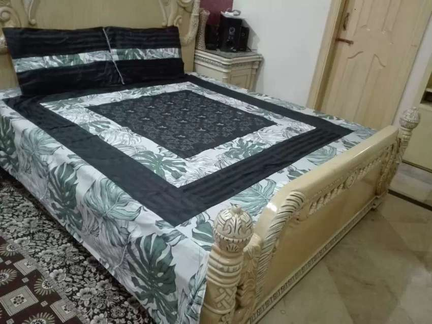 Beautiful bedsheets king sizes with pillows 0