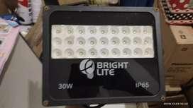 Lampu sorot LED dan braket