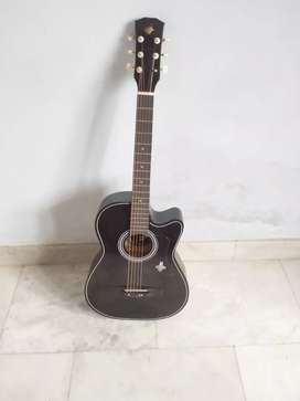 black guitar urgent sale for rs 2500 with bag