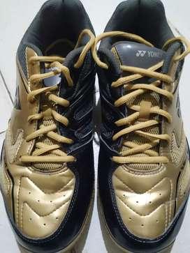Yonex badminton shoes size UK10