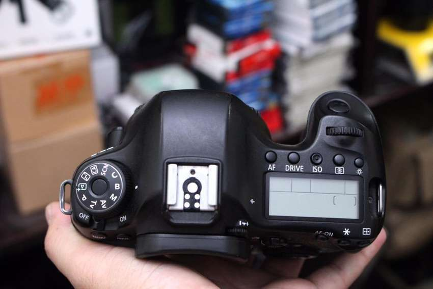 Canon 6D body (price 75000)  with charger and bag 0