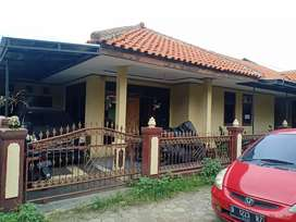 Jual rumah plus tanah cocok dibikin kosan/kontrakan