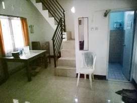Rumah 2 lantai dikontrakan tnpa perantara untk 1 thn lengkap furniture
