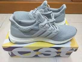 Jual butuh Sepatu Running Adidas Ultra boost Ori