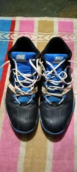 Nike basketball shoes size 11