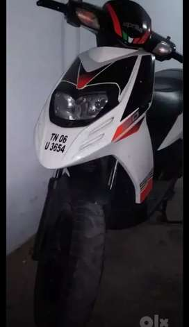 Aprila scooty  well maintained 20267km running