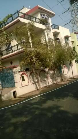 Independent floor for rent in Posh Colony