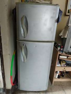 2007 model LG 210 ltr double doors