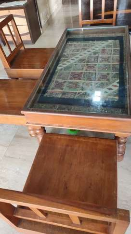 Coffee table with 4 low seating chair