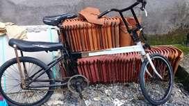 Sepeda kuno sliding antik vintage