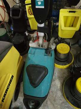Floor cleaning carpet cleaning machines
