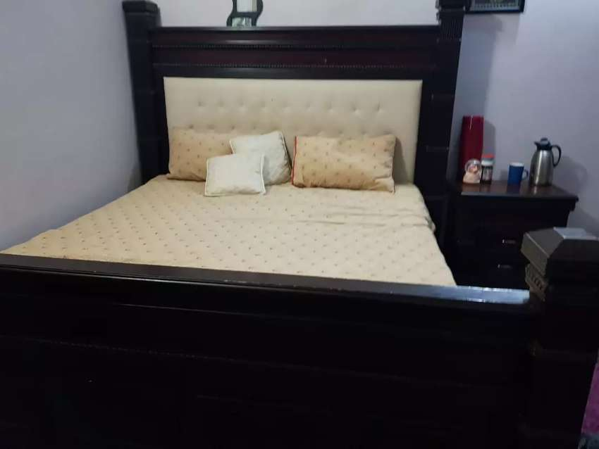Bed along with side table and dressing table 0