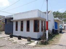 Disewakan atau dikontrakan rumah luas beserta toko ada garasi mobil