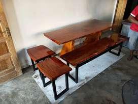 Meja kayu mahoni