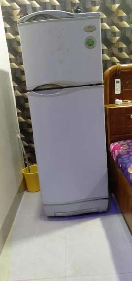 I WANT TO SELL MY REFRIGERATOR URGET