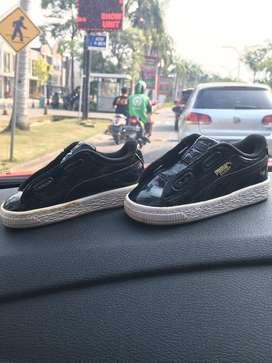 Sepatu puma warna hitam