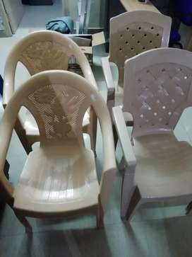 4 new plastic chairs
