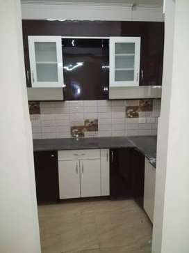 3 bhk with 2 TOILETS SEMI FURNISHED FLAT available on rent