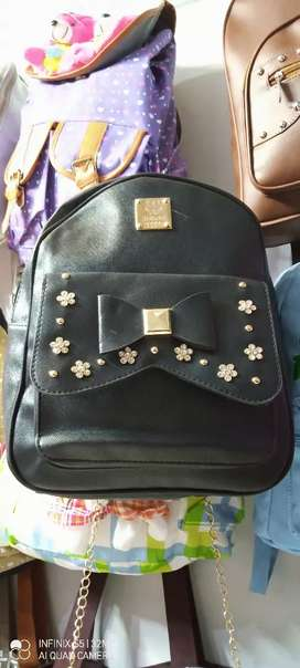 New stylish bags for colleges and universities