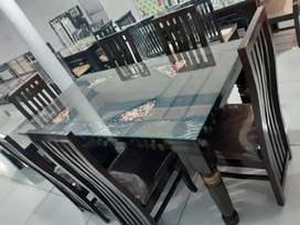 A BRAND NEW DINING TABLE (FIX PRICE)