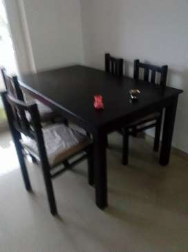 4 Seat Wooden Dinning Table