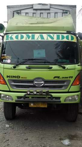 Hino WingsBox FL 235 Ti di jual 3 unit harga per Unit Rp 625.000.000