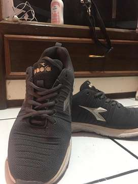 Dijual cepat sepatunya