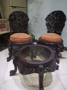 Chenioty Coffee Chairs and Table in Good condition