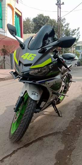 YAMAHA R15 V2 special edition in good condition with insurance