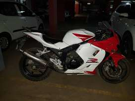 Hysoung Gt250 R Red White colur..