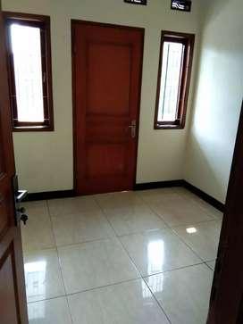 Disewakan rumah siap huni di Jalan Turangga Bandung