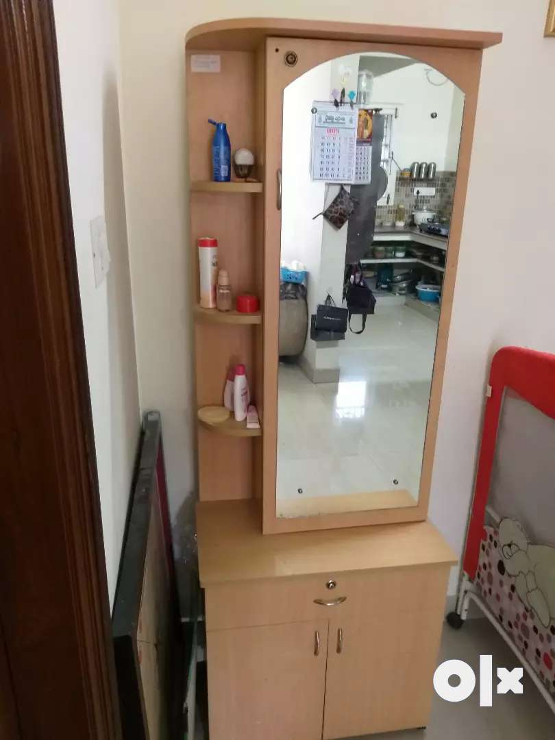 Dressing Table With Gently Used 0