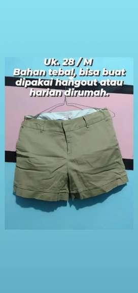 Celana pendek uk 28