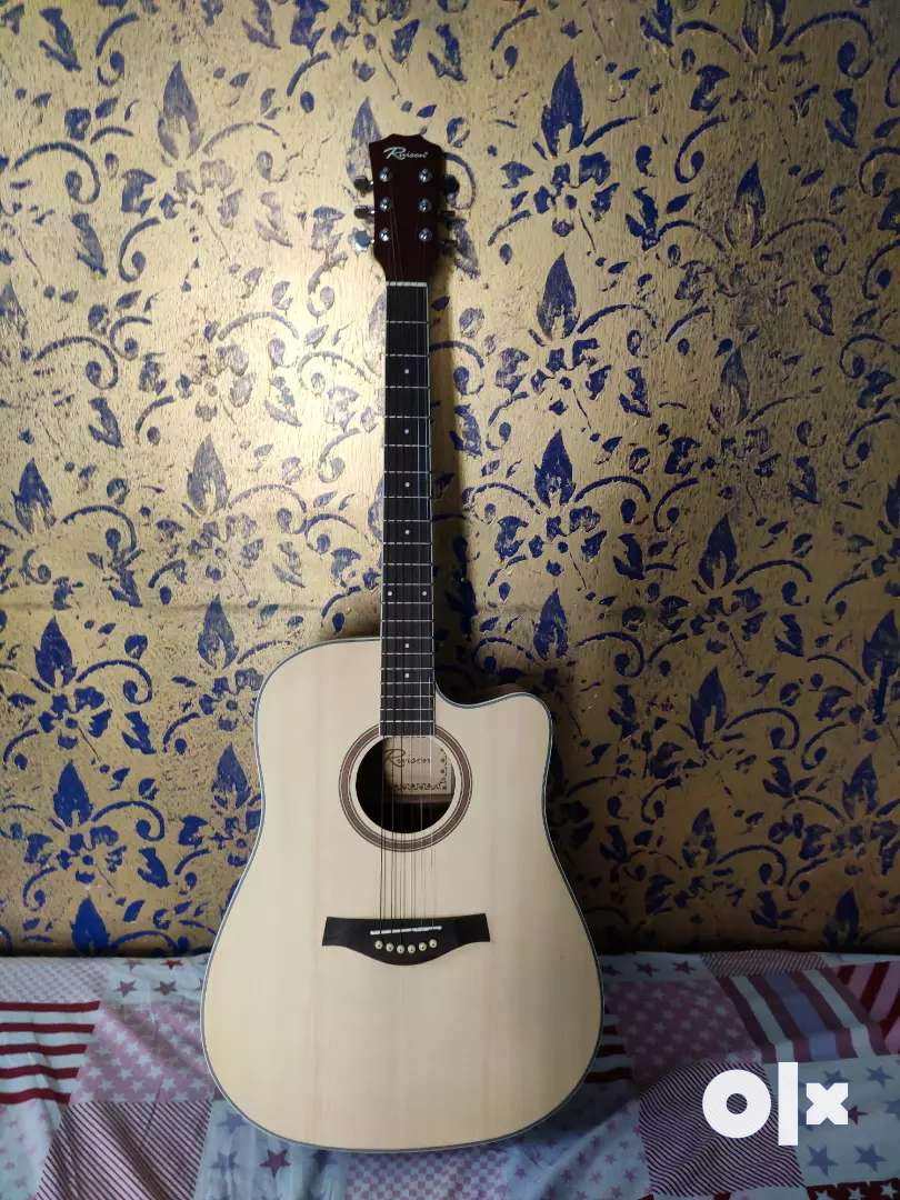 Acoustic Guitar of the RUISON. it contains in brand new condition. 0