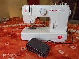 Singer sewing machine New & Unused