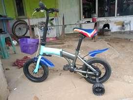 Sepeda anak ukuran 12 lipat