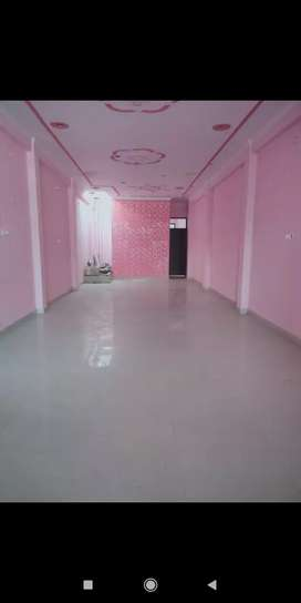 Newly built  commercial space for rent in Alambagh
