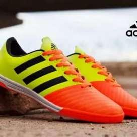 Sepatu futsal adidas import