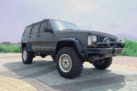 Jeep Cherokee 4.0 Limited 4x4 AT Tahun 95