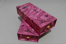 Kotak pencil 3 space paris