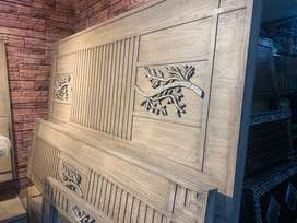 Planted Antique American Polish King Size Bed