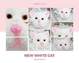 Gantungan tas kucing putih
