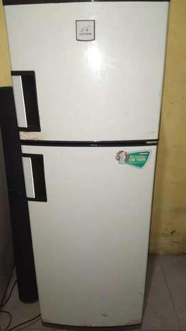 kulkas 2 pintu politron