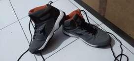 Sepatu basket merk Diadora