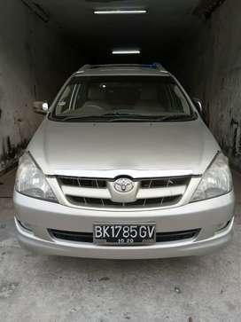 Toyota Inova v bensin