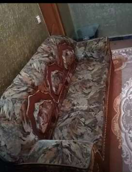 6 seater sofa in excellent condition