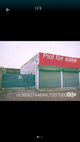 Plot for sale.400 gajj ..