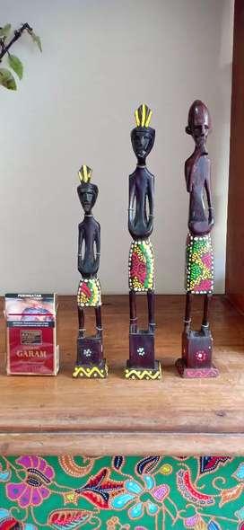 patung papua anak ibu bapak kayu antik