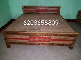 King size box bed having size 6/6.5.